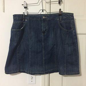 EUC Festival-ready denim skirt w/pockets! 🌞